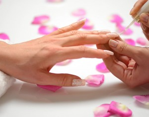 What mistakes should be avoided in order to perform ideal manicure?
