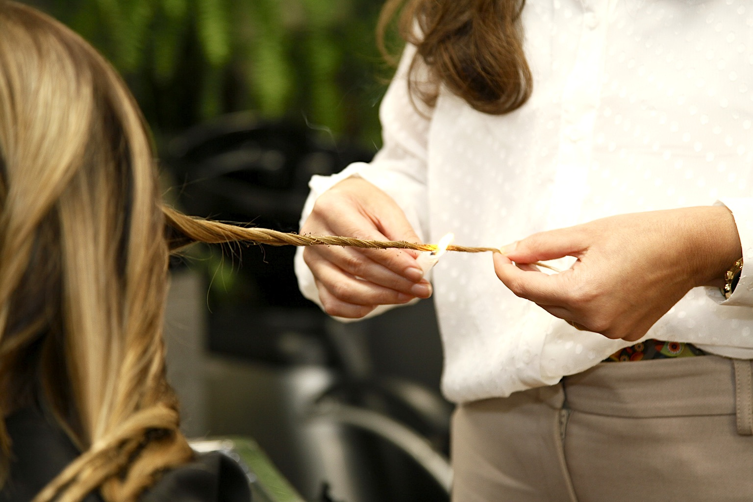 Velaterapia. What Are the Effects of the Candle-Cutting Hair